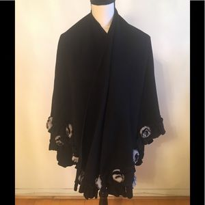 Accessories - Black cashmere shawl has fur rosettes